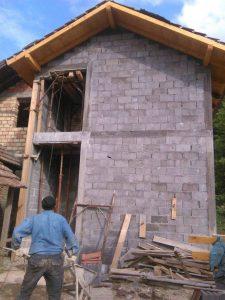 Поплављене породице ускоро добијају кров над главом